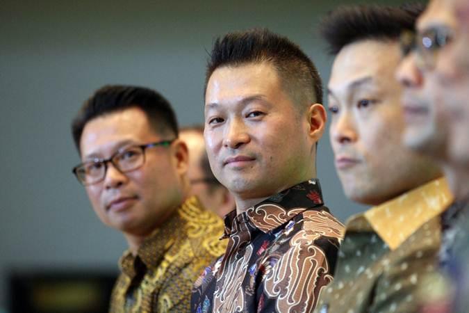 Direktur Utama PT Inocycle Technology Group Tbk (ITG) Jaehyuk Choi didampingi direksi lainnya memberikan penjelasan mengenai kinerja perusahaan dalam rangka penawaran umum perdana saham PT ITG di Jakarta, Senin (17/6/2019). - Bisnis/Dedi Gunawan