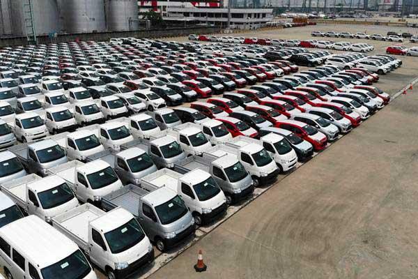 Mobil diparkir di kawasan PT Indonesia Kendaraan Terminal Tbk (IPCC) di Jakarta, Rabu (12/9/2018). - JIBI/Abdullah Azzam
