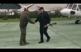 Didemo, Presiden Belarusia Menggertak dengan Senapan Kalashnikov