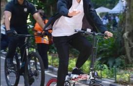 Bukan Brompton, Jokowi Gowes Sepeda Bergambar Soekarno-Hatta