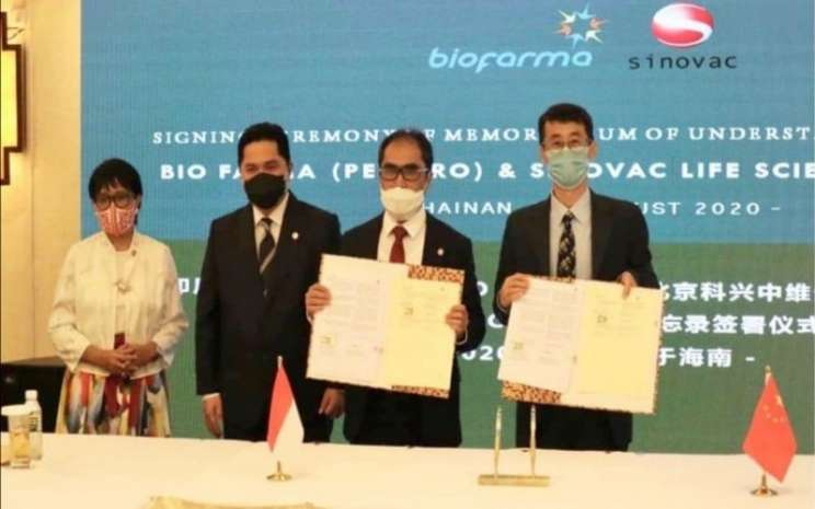 Menteri Luar Negeri Retno Marsudi (kiri) dan Menteri BUMN Erick Thohir (kedua dari kiri) mendampingi Direktur Utama Biofarma Honesti Basyir (kedua dari kanan) dan Direktur Riset dan Pengembangan Sinovac Gao Qiang dalam penandatangan MoU kerja sama Biofarma dan Sinovac di Hainan, China, Rabu (20/8/2020) -  Istimewa