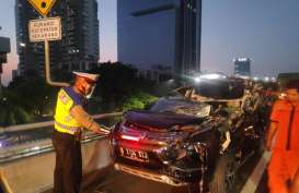 Mitsubishi Pajero Ringsek karena Tabrakan dengan Truk di Tol Layang Slipi
