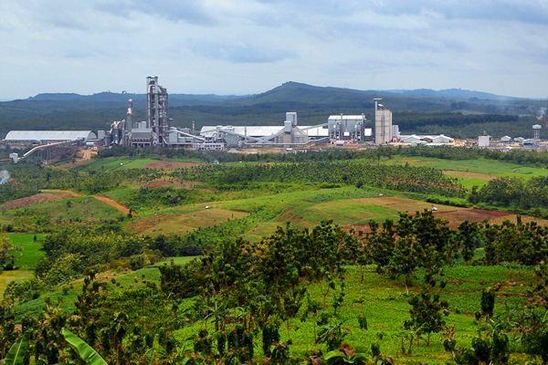 Foto areal pabrik PT Semen Indonesia (Persero) Tbk, di Gunem, Rembang, Jawa Tengah, Rabu (22/3). - Antara/Yusuf Nugroho