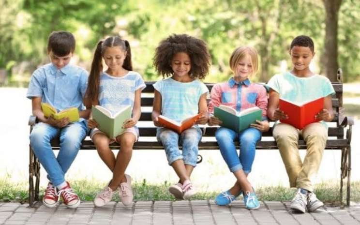 Ilustrasi anak membaca