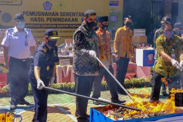 Komitmen Tekan Peredaran Rokok Ilegal, Bea Cukai Musnahkan Jutaan Batang Rokok Ilegal di Aceh dan Probolinggo