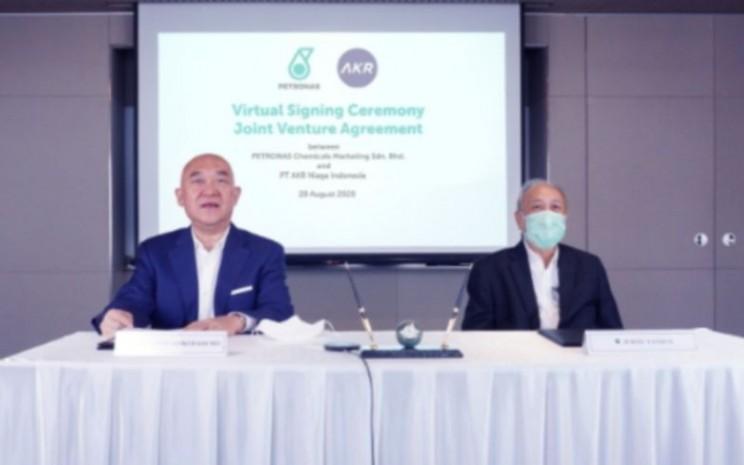 Presiden Direktur PT AKR Corporindo Tbk Haryanto Adikoesomo saat acara penandatanganan perjanjian joint ventures secara virtual dengan Petronas, 28 Agustus 2020. - akr