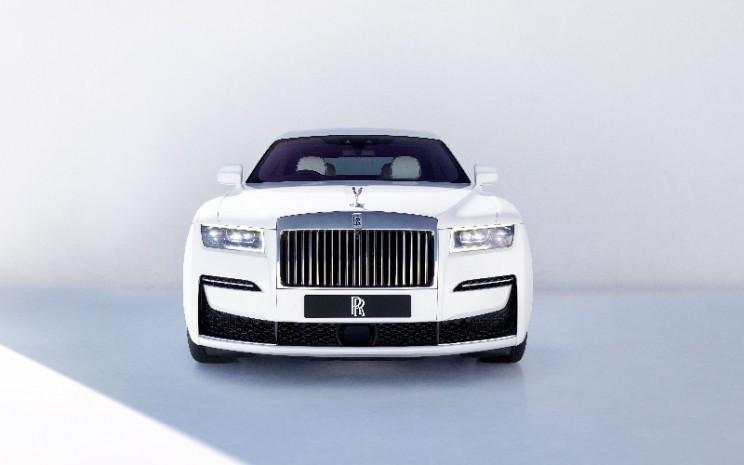 Rolls Royce Ghost.  - Rolls Royce