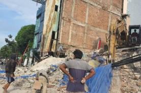 Ruko Ambruk di Cideng, Polisi Periksa 10 Saksi