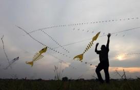 Terbang Terbawa Layang-Layang Naga, Remaja ini Jatuh Terluka
