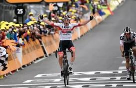 Tadej Pogacar Finis Terdepan Etape Ke-9 Tour de France