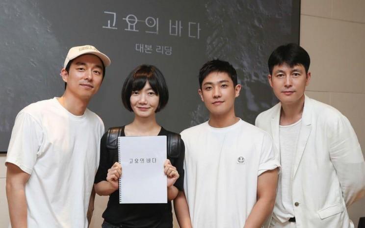 Gong Yoo akan berperan dalam film serial Netflix The Sea of Silence