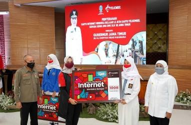 Pemerintah Provinsi Jawa Timur Serahkan 1,3 Juta Kartu Internet Merdeka Belajar Bantuan dari Telkomsel