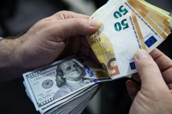 Perang Dingin Mata Uang Di Era Corona Dolar As Vs Euro Kabar24 Bisnis Com