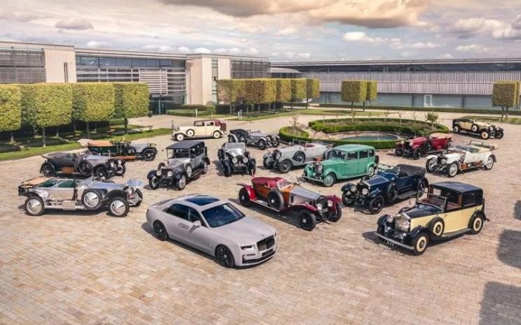 Mobil/mobil klasik yang berkumpul untuk merayakan kehadiran Rolls/Royce Ghost. ANTARA)
