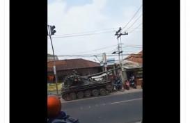 Viral Tank Tabrak Gerobak, Pengunggah Video Bakal Dilaporkan?