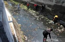 Kata Mereka yang Dihukum Masuk Sungai Membersihkan Sampah karena Masker