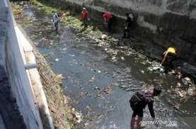 Kata Mereka yang Dihukum Masuk Sungai Membersihkan…