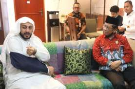 Mahfud MD: Kasus Penusukan Syekh Ali Jaber Akan Diusut…