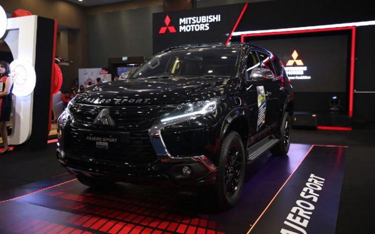 Mitsubishi Pajero Sport Rockford Fosgate Black.  - Mitsubishi