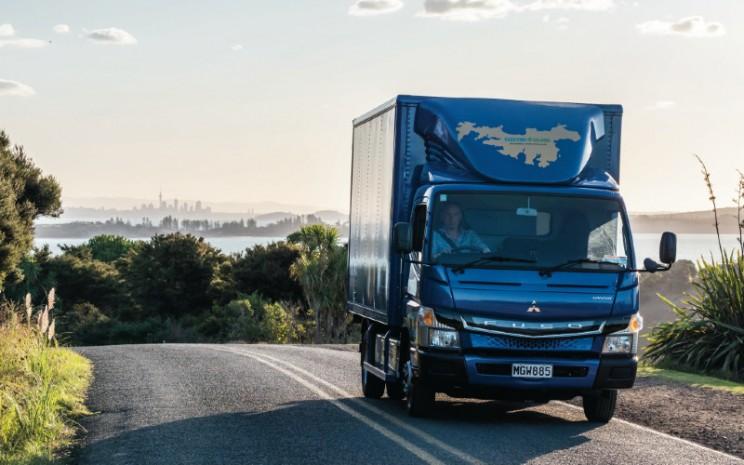 Fuso eCanter, truk ringan bertenaga listrik baterai, di Selandia Baru.  - Daimler