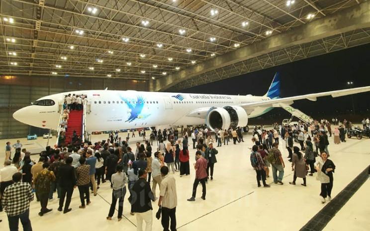 Pesawat Airbus A330-900neo milik Garuda Indonesia di Hanggar 2 GMF AeroAsia, Rabu (27/11/2019) malam. - Bisnis/Rio Sandy Pradana