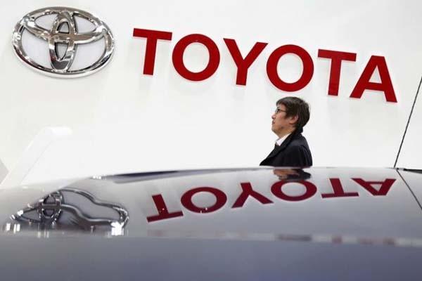 Logo Toyota. Toyota percaya bahwa akan sulit mencapai inovasi model bisnis seperti itu secara sendirian.  - Reuters/Yuya Shino