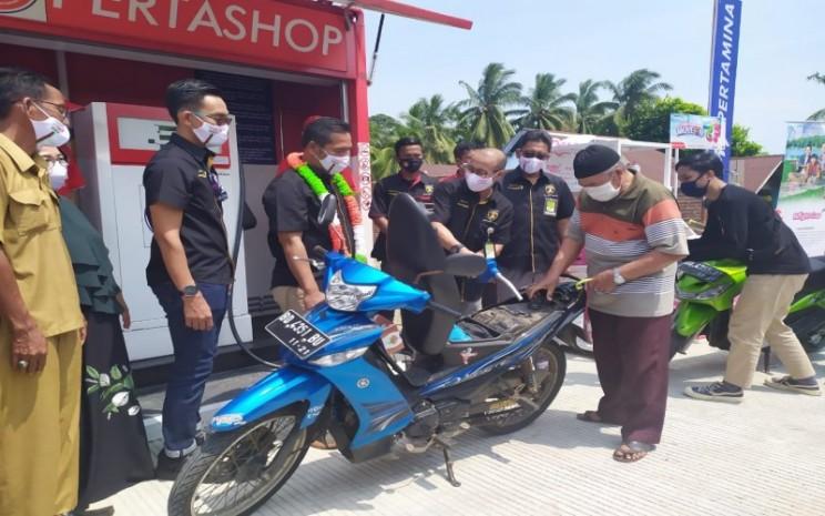Peresmian Pertashop di salah satu desa di Sumatra Bagian Selatan. Pertamina membuka program kemitraan untuk pengembangan Pertashop.  - Istimewa