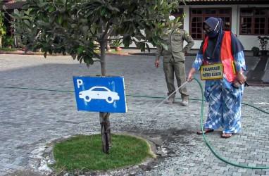 Dirazia Masker, ASN di Kulonprogo Dihukum Menyapu dan Menyiram Tanaman