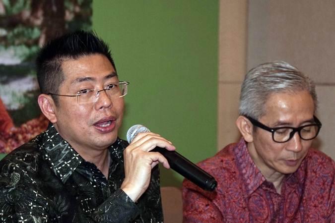 Presiden Direktur PT Provident Agro Tbk. Tri Boewono (kiri) didampingi Direktur Budianto Purwahjo memberikan keterangan pada paparan publik di Jakarta, Rabu (26/6/2019). - Bisnis/Himawan L Nugraha