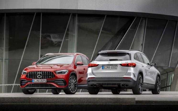 Mobil ini memiliki lima program drive AMG Dynamic Select, yakni Slippery, Comfort, Sport, Sport, dan Individual, yang memungkinkan berbagai karakteristik kendaraan mulai dari nyaman hingga dinamis. Sistem ini akan mengubah parameter, seperti respons mesin dan transmisi.  - Mercedes AMG