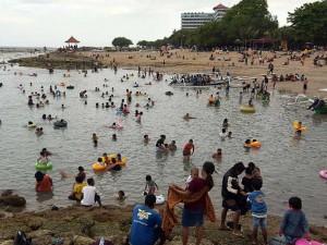 Libur Hari Raya Galungan, Pantai Sanur Dipenuhi Wisatawan