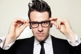 Studi : Pakai Kacamata Tekan Risiko Penularan Covid-19