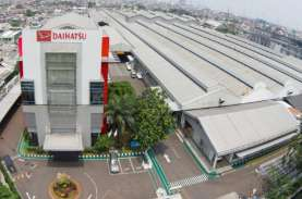 PSBB Jakarta, Karyawan Daihatsu Bekerja di Kantor…