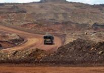 Articulated dump truck mengangkut material pada pengerukan lapisan atas di pertambangan nikel PT. Vale Indonesia di Soroako, Luwu Timur, Sulawesi Selatan, Kamis (28/3/2019)./ANTARA-Basri Marzuki