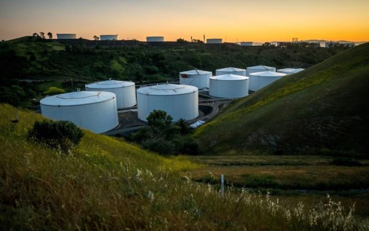 Tangki penyimpanan minyak di California, Amerika Serikat - Bloomberg/David Paul Morris