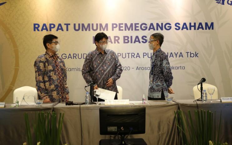 Manajemen PT Garudafood Putra Putri Jaya Tbk. (GOOD) dari kiri ke kanan; Direktur Robert Chandrakelana Adjie, Komisaris Hartono Atmadja dan Direktur Paulus Tedjosutikno dalam Rapat Umum Pemegang Saham Luar Biasa yang berlangsung di Jakarta, Kamis (3/9 - 2020). Istimewa