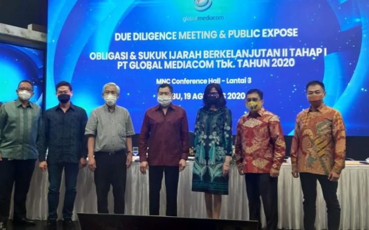 Manajemen Global Mediacom dan salah satu pemegang saham, Lo Kheng Hong berpose usai due diligence meeting dan public expose penawaran umum berkelanjutan (PUB) II Global Mediacom Tahap I Tahun 2020, di MNC Conference Hall, Jakarta Pusat, Rabu (19/8 - 2020).