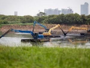 Antisipasi Banjir, Pemprov DKI Jakarta Mulai Keruk Lumpur di Waduk Ria Rio