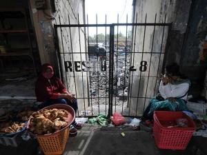 Pascaterbakarnya Pasar Cepogo, Pedagang Berjualan di Luar Pasar