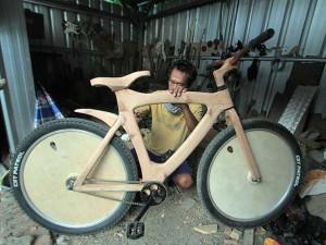 Sepeda Berbahan Kayu Pinus Buatan UMKM Bandung
