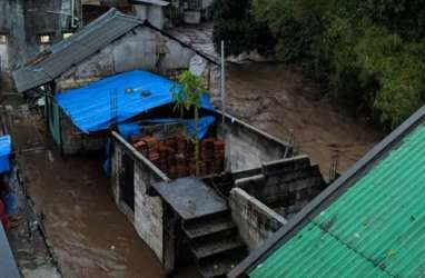 Banjir Terjang Sukabumi, 2 Warga Hilang, Pabrik Aqua Terendam