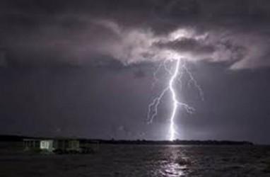Cuaca Jakarta: Sore Berpotensi Hujan, Angke Hulu Siaga 3