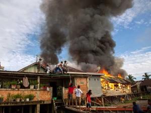 Permukiman Padat Penduduk di Palembang Terbakar