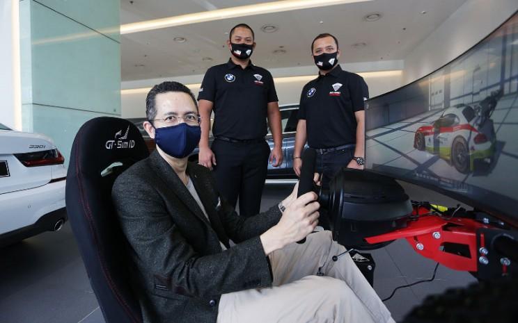 Peresmian kerja sama ini ditandai dengan pengujian secara virtual BMW Z4 GT3 di sirkuit Nrburgring GP oleh Ramesh Divyanathan, Presiden Direktur BMW Group Indonesia bersama Rizal Sungkar, Organizing Committee (OC) Balap di Rumah (BDR).  - Mercedes Benz