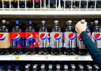 Botol Pepsi dipajang di gerai supermarket di AS. /Bloomberg.