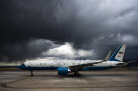 Tabrak Burung, Pesawat Wapres AS Mike Pence Lakukan…