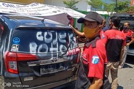 Sopir Taksi GoCar Semarang Demo Tuntut Aktivasi Akun