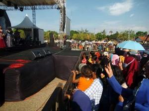 Konser Musik Dangdut di Tegal Jawa Tengah Hiraukan Protokol Kesehatan