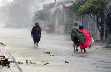 Angin Kencang Terjang 60 Lebih Rumah di Sukabumi