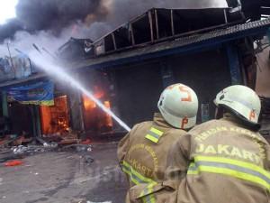 Kebakaran Pasar Cempaka Putih, 20 Unit Mobil Pemadam Kebakaran Diterjunkan